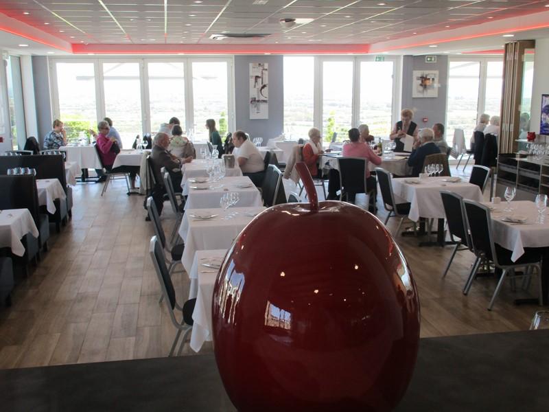 Notre salle principale, idéale pour vos repas de mariage dans notre restaurant