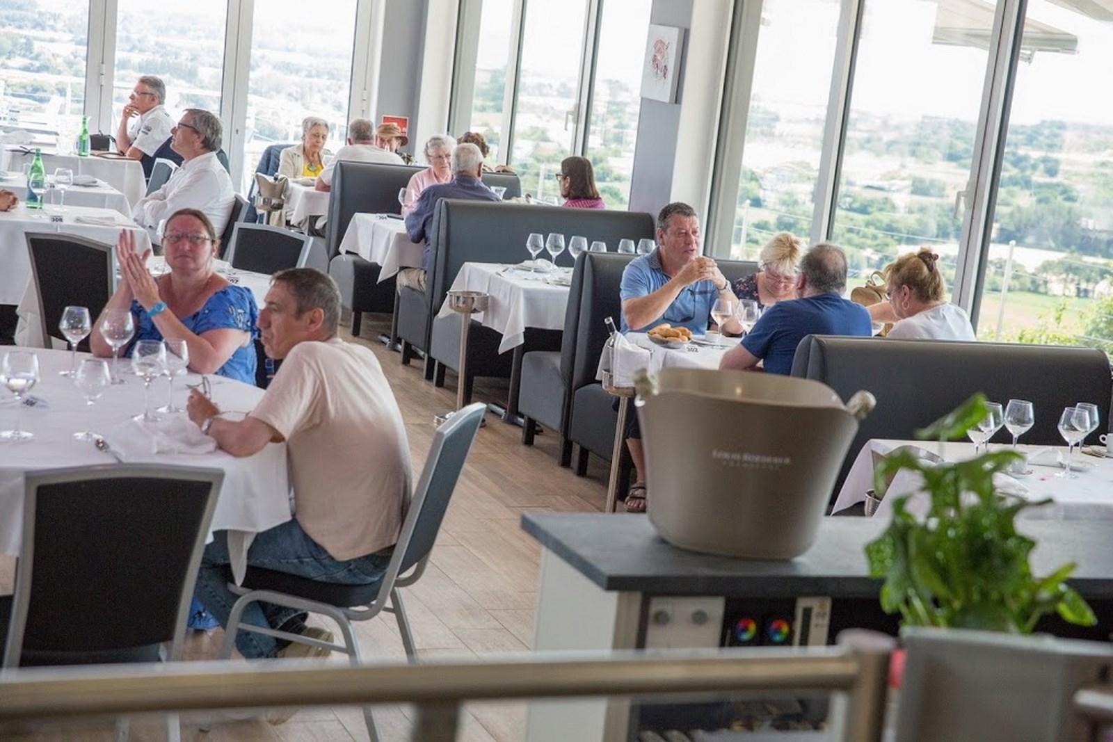Vos repas événementiels au restaurant Le Panoramique, proche de Barfleur et de Saint-Vaast-la-Hougue