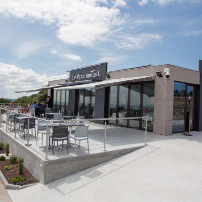 Profitez de la terrasse de notre restaurant proche de Saint-Vaast-la-Hougue et Cherbourg
