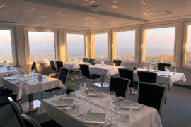 Salle Élégance de notre Restaurant du Cotentin, parfaite pour un repas de famille
